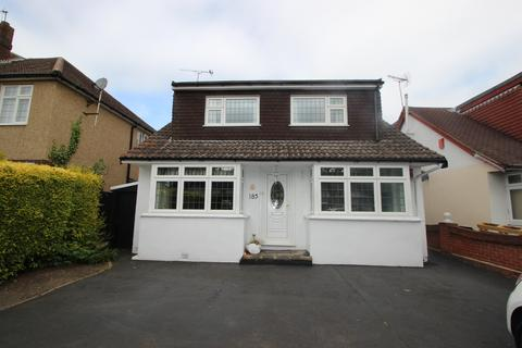 4 bedroom detached house to rent - Chase Cross Road, London, RM5