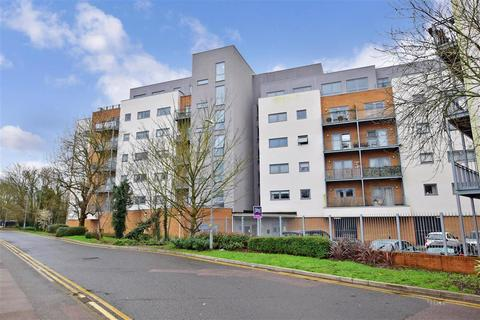 2 bedroom flat for sale - Sovereign Way, Tonbridge, Kent