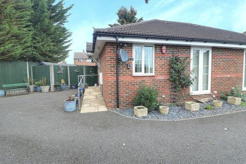 2 bedroom bungalow for sale - Ashcroft Road, Luton
