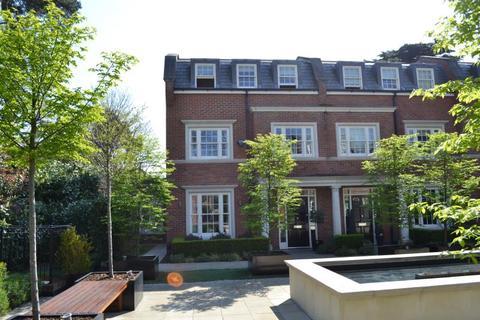 4 bedroom end of terrace house to rent - Warrenhurst Gardens, Bridgewater Road, Weybridge KT13