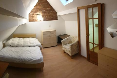 9 bedroom property to rent - Talbot Road, Fallowfield, Manchester