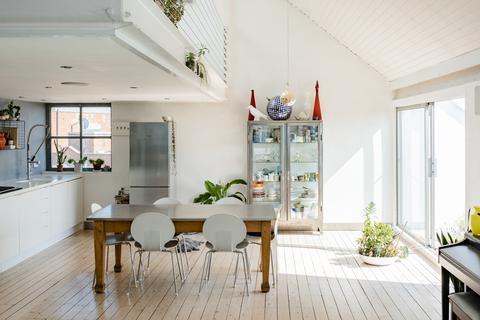 2 bedroom penthouse for sale - 46 Limehouse Cut, 46 Morris Road, London E14