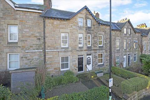 4 bedroom townhouse for sale - 11 Strawberry Dale Avenue, in the heart of Harrogate's conference district HG1 5EA