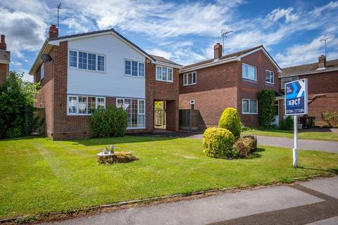 4 bedroom detached house for sale - Wyken Close, Dorridge