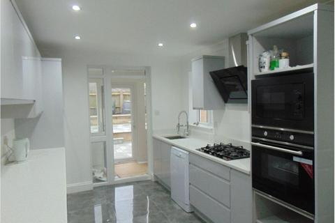 4 bedroom detached house to rent - Mandrell Road, Brixton, London, SW2 5DL