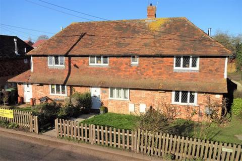 2 bedroom terraced house - Howland Road, Marden