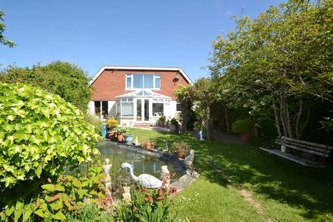 3 bedroom detached house for sale - The Strand, Ferring, Worthing, BN12 5QX