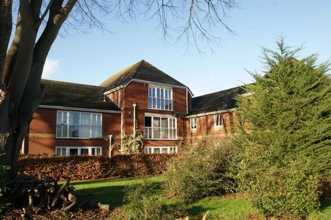 2 bedroom apartment to rent - Smart and spacious 2 bed flat, with allocated parking and no chain