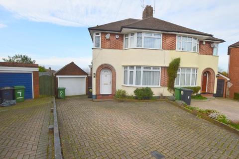 3 bedroom semi-detached house for sale - Felstead Close, Round Green, Luton, Bedfordshire, LU2 7LR