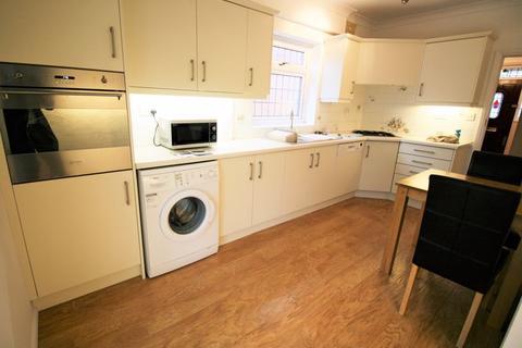 3 bedroom semi-detached house to rent - Ashlyn Grove, Hornchurch RM11