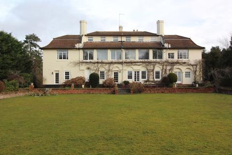 2 bedroom apartment for sale - Roberts Way, Egham