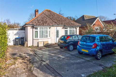 3 bedroom bungalow for sale - Upper Brighton Road, Sompting, Lancing