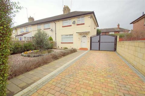 3 bedroom end of terrace house for sale - Halton Moor Avenue, Leeds