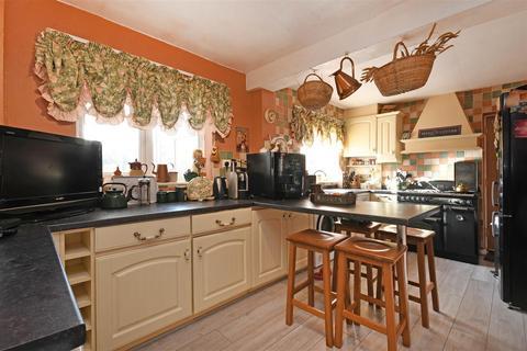 3 bedroom semi-detached house for sale - Rembrandt Drive, Dronfield