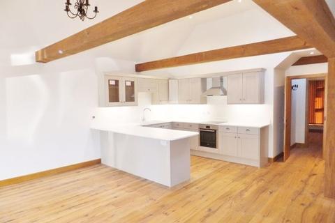 4 bedroom barn conversion to rent - Plaxtol