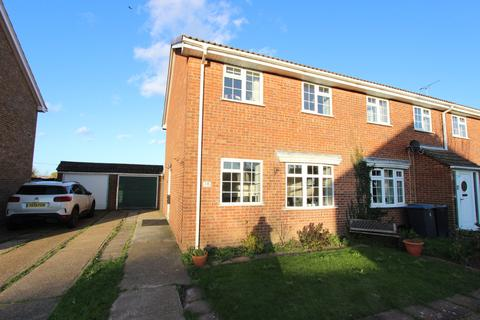 3 bedroom end of terrace house for sale - Matthews Close, Deal, CT14