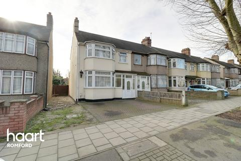 3 bedroom end of terrace house for sale - Rush Green Road, Romford