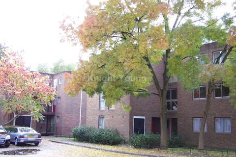 2 bedroom flat to rent - Garrick Close, Ealing