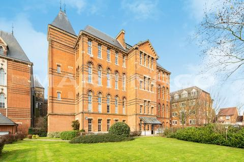 3 bedroom apartment for sale - Langham House, Wanstead