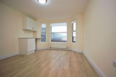 Property to rent - High Road, North Finchley  N12