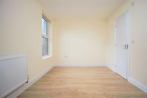 Property to rent - High Road, North Finchley- Tally Ho Corner N12