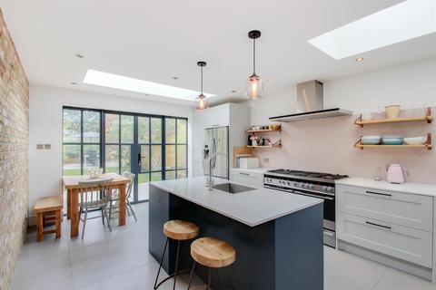 3 bedroom terraced house for sale - Faversham Road, Catford, London