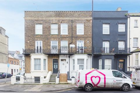 2 bedroom flat for sale - Canterbury Road, Margate