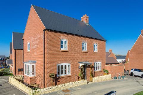 4 bedroom detached house for sale - Redcar Road, Towcester