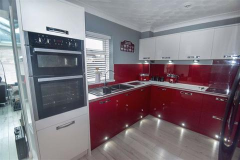 3 bedroom terraced house for sale - Newtondale, Sutton Park, Hull, East Yorkshire, HU7