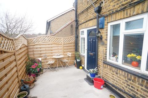 2 bedroom flat for sale - Old Church Road, London