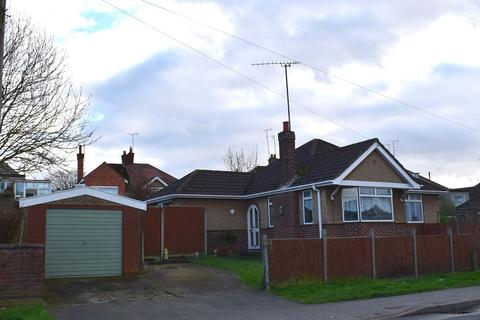 3 bedroom bungalow to rent - Fairway, Kingsley, Northampton, NN2 7JZ