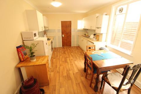 4 bedroom terraced house to rent - Lea Bridge Road, E5 9RB