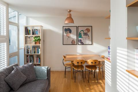 2 bedroom flat for sale - Combe Avenue, London SE3