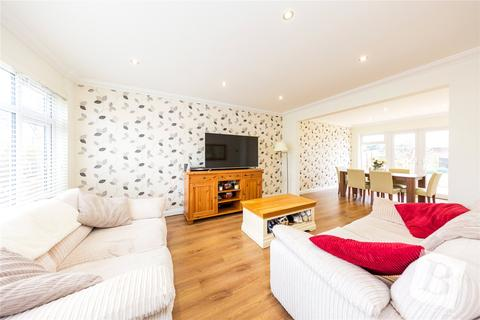 3 bedroom semi-detached house for sale - Berkeley Drive, Hornchurch, RM11