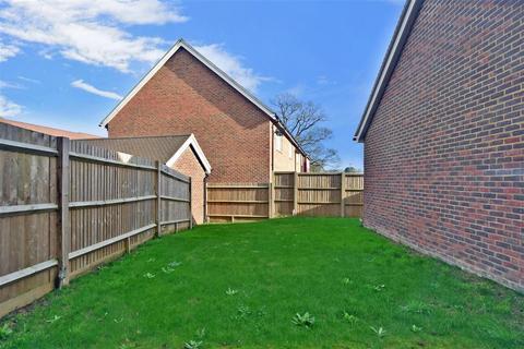 4 bedroom semi-detached house - Moy Green Drive, Horley, Surrey