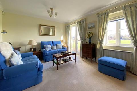 2 bedroom flat for sale - Wade Court, Cheltenham