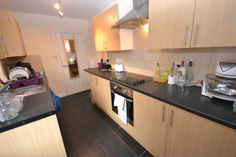 4 bedroom terraced house to rent - Wykeham Road, University, Reading, Berkshire, RG6 1PN