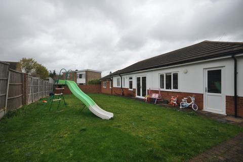 2 bedroom detached bungalow to rent - Appleshaw Close Gravesend DA11