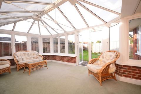 2 bedroom detached bungalow to rent - Eirene Road Goring-By-Sea BN12