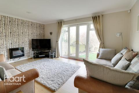 3 bedroom semi-detached house for sale - Valley Road, Grantham