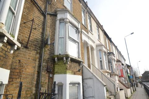 1 bedroom maisonette for sale - Plumstead high street, London SE18