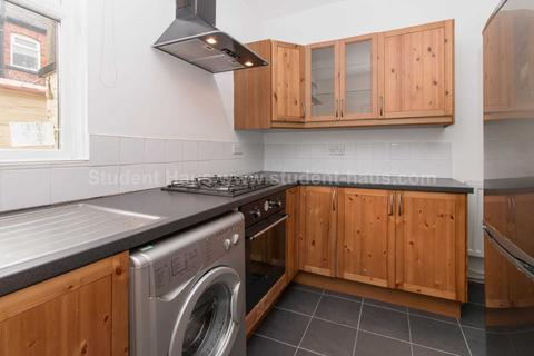 3 bedroom house to rent - Peacock Avenue, Salford, M6 7FP