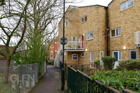 2 bedroom apartment for sale -  Massey Close, Arnos Grove, London, N11