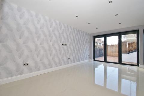 2 bedroom detached house to rent - Erconwald Street, London
