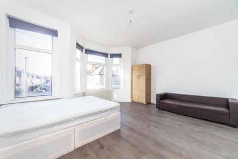 3 bedroom terraced house to rent - Totterdown Street, Tooting Broadway, London