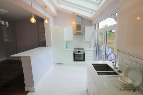 3 bedroom semi-detached house to rent - Edenbridge Road, Enfield