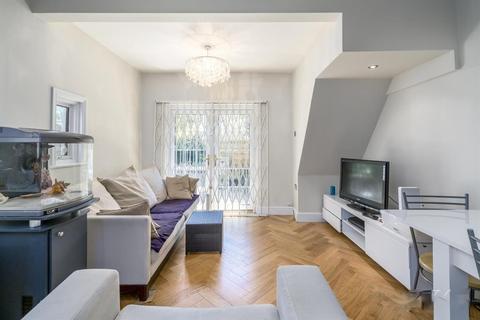 2 bedroom ground floor flat to rent - Valetta Road, Acton, London