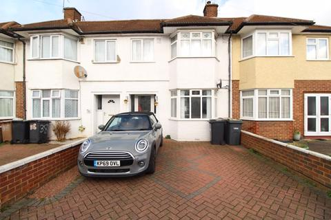 3 bedroom terraced house for sale - COMMUTERS DREAM on River Way, Leagrave