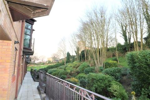 3 bedroom apartment to rent - Sealand Court, Rochester
