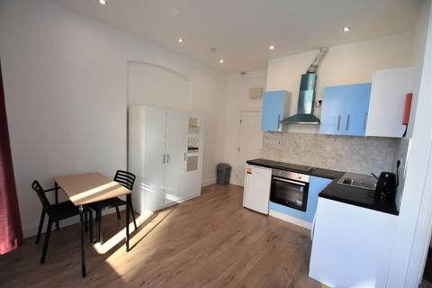 Studio to rent - Horn Lane, Acton W3